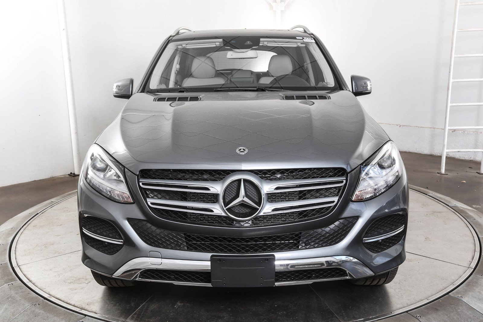 gl verdict cars three class front bluetec mercedes quarters motor benz suv trend